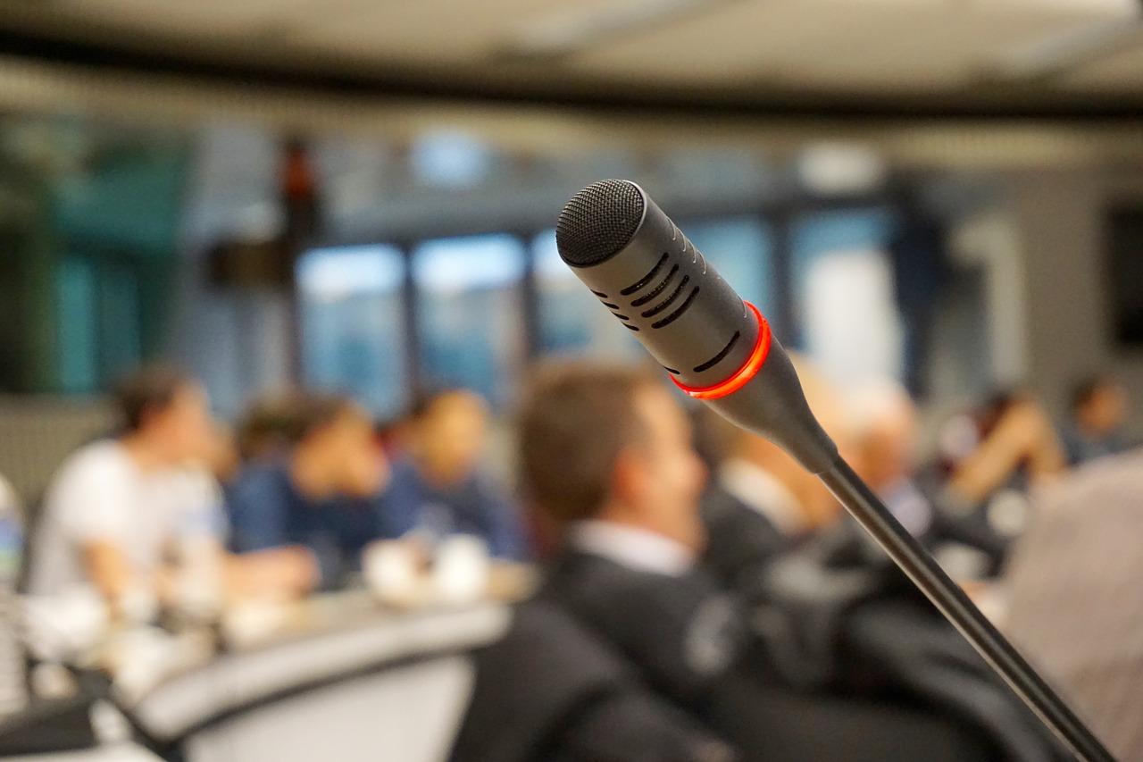 Nagłośnienie konferencji- Czyli co musisz wiedzieć wybierając najlepszy system nagłośnienia?