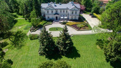 Pałace i dworki na event – mazowieckie województwo skrywa historyczne perły architektoniczne