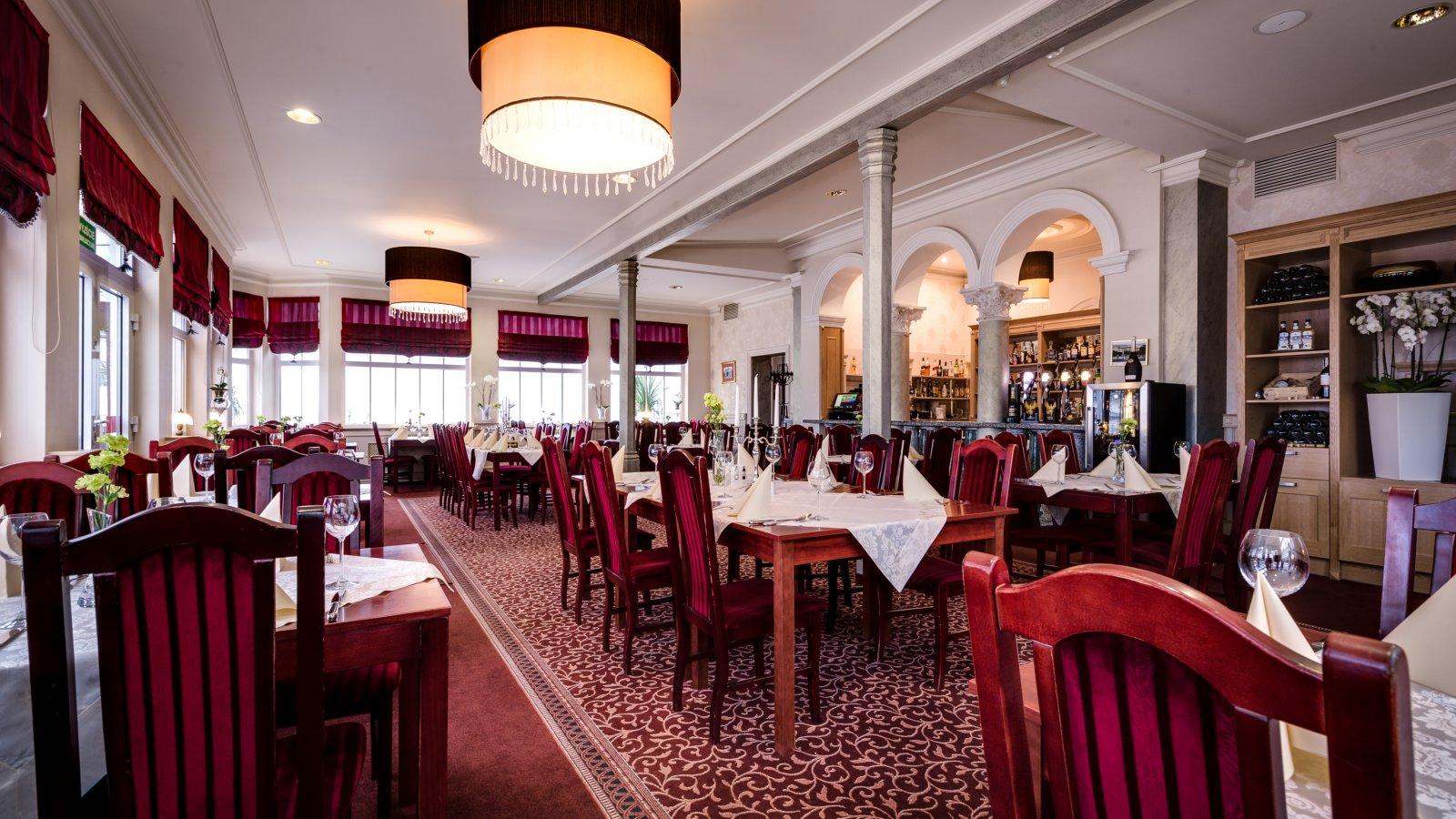 Hotel aurora family spa sala konferencyjna mi dzyzdroje for Salon familial